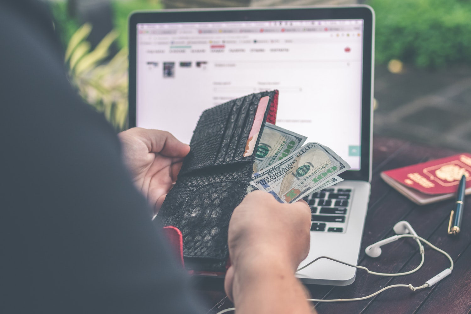 When Should I Monetize My Blog? 5 Reasons to Hold Off (For Now)